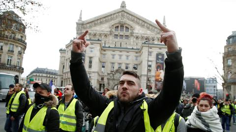 Yellow Vest protest numbers fall in run-up to Christmas