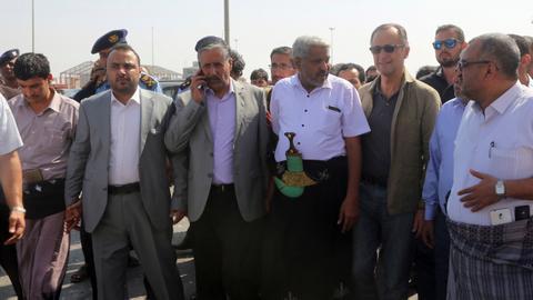 UN ceasefire monitoring chief visits key Yemen port
