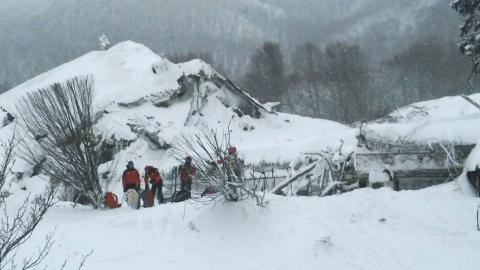 Eight found alive at avalanche-hit hotel in Italy