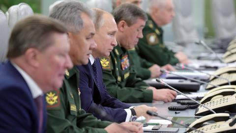 Putin oversees test of hypersonic missile system