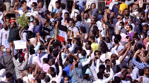 What's behind protests against the Sudanese President Omar al Bashir?