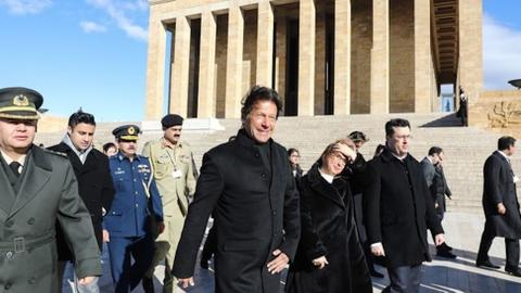 Imran Khan pays respects to Turkey's founding leader in Ankara