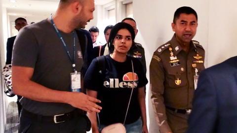 Australia considers resettling Saudi teen escaping family