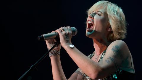 Cranberries debut single of last album to mark singer's death