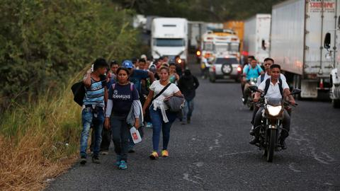 Caravan of 1,700 migrants crosses into Guatemala, sets sight on Mexico