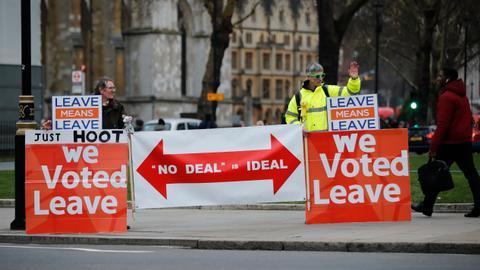 UK PM sticks to EU divorce deal, snubs Brexit delay