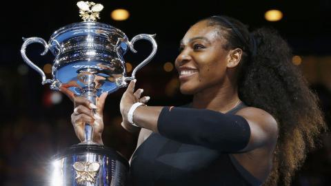 Serena beats sister Venus to win Australian Open