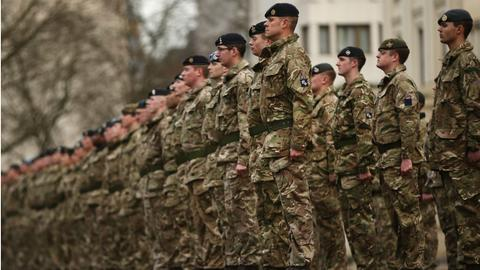 British army struggles to recruit soldiers now turns to