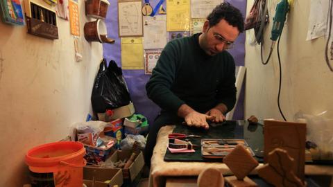 Iraqi sculptor keeps cuneiform script alive