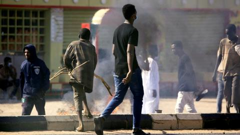 Protests hit Sudan as Bashir mocks opposition's social media use