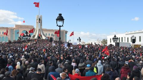 Tunisia reaches deal with union to raise public-sector wages