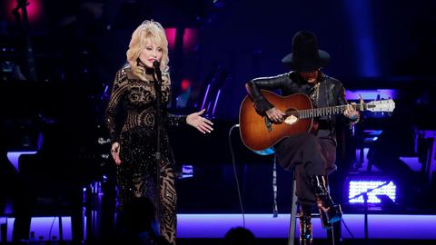 Grammy weekend kicks off with honour for Dolly Parton