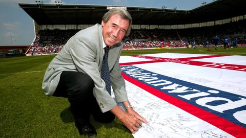 Legendary English footballer Gordon Banks dies at age 81
