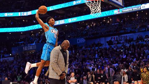 Diallo shows off high-flying skills to win NBA dunk crown