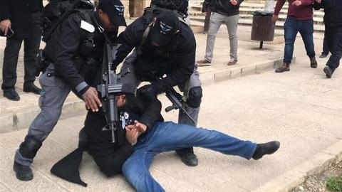 Israeli forces attack worshippers inside Aqsa mosque