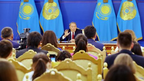 Kazakh president sacks government over economic failures