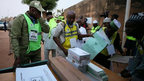 Nigeria votes for new president despite delay and attacks