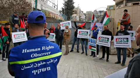 Young volunteers defend Palestinian rights