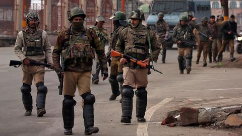 Four Indian soldiers, two rebels killed in Kashmir gun battle