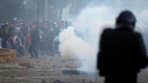 Tens of thousands of Algerians call on Bouteflika to step down