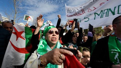 Algerians protest Bouteflika bid for fifth term on deadline day