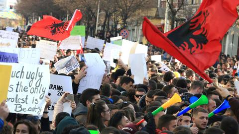 Albania's political crisis overshadows talks to join EU