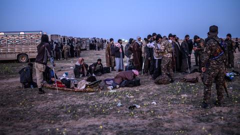 Thousands flee last Daesh redoubt in Syria as fighting intensifies