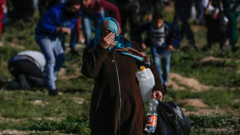 Israeli troops kill one, wound 42 Palestinians in Gaza protests