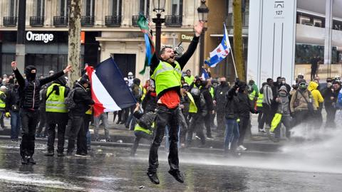 Turnout falls to lowest in French 'yellow vest' protests