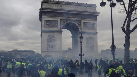 Blazes, clashes hit Paris during Yellow Vest protests