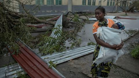 'There is death all over': Cyclone Idai toll rises above 500