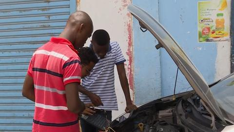 Tanzanian inventor creates local car alarm system