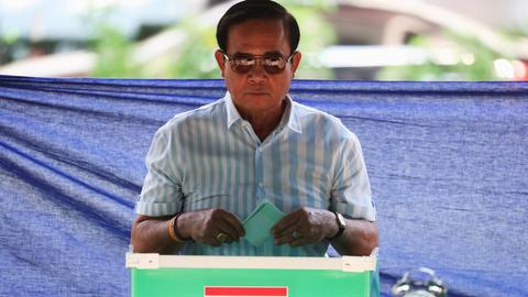 Military party takes lead in Thailand election