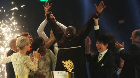 Kenyan teacher who gave earnings to poor wins $1M prize