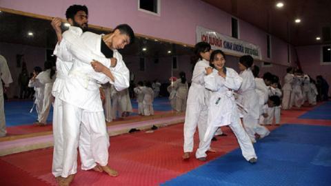 Syrian refugee children learn judo in Turkey