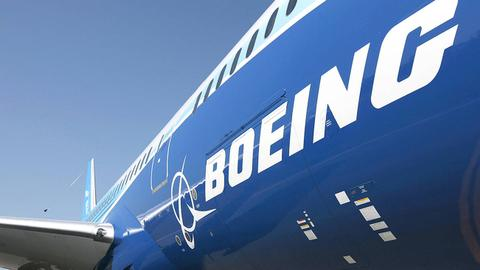 Boeing 777 with engine trouble makes emergency landing in Moscow