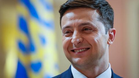 Surprise candidate in Ukraine elections leads the polls