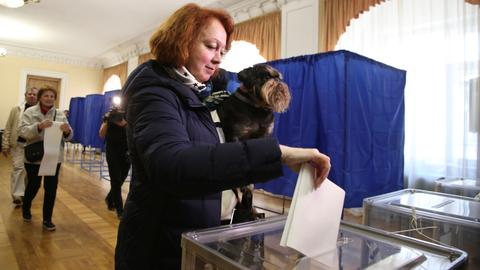 Polls open in Ukraine's presidential election