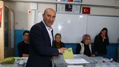 Meet Tunc Soyer, Izmir's new mayor