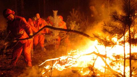 At least 30 dead as firefighters battle China forest fire