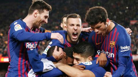 Barca edge closer to La Liga title after beating 10-man Atletico
