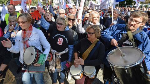 Polish teachers go on strike and cancel classes over pay issues