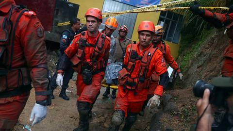 Powerful, 'abnormal' rains lash Rio de Janeiro, at least ten dead