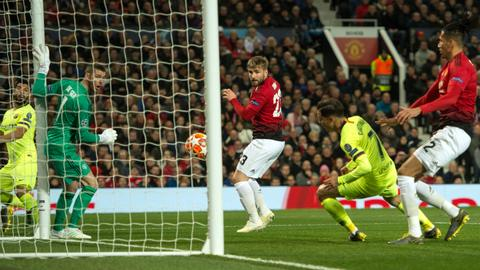 Shaw's own goal gives Barca the advantage over a tame Man U