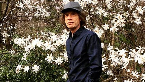 Back in a Jumpin 'Jagger' Flash: Stones legend posts first pic after op