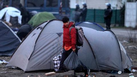 Aid group raises alarm for refugees in France's Calais