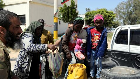 UN begins evacuating refugees to Niger - Libyan crisis