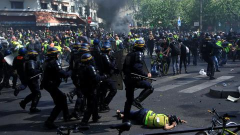 Clashes break out between police and some Yellow Vest rioters in Paris