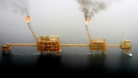 China slams US on Iran oil sanctions, Saudi Arabia welcomes US move