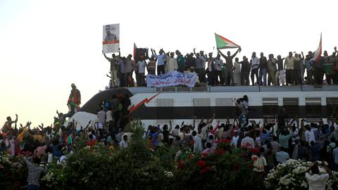 Sudanese protesters prepare to march with 'a million' people